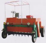 輪式翻堆機